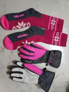 Winter waterproof skiing gloves and merino wool socks stockings pink