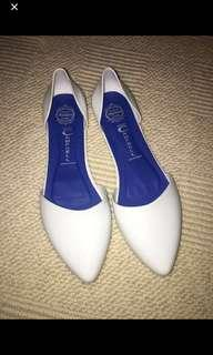 Jeffery Campbell white flats size 7