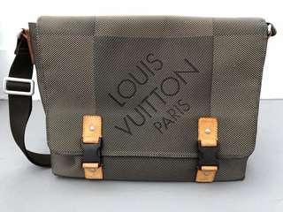 Authentic Louis Vuitton Geant Loup Messenger Bag