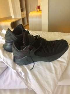 sepatu basket air jordan 32 low black cat mulus