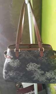 LV batik