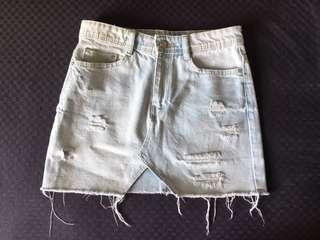 Zara distressed mini skirt in XS
