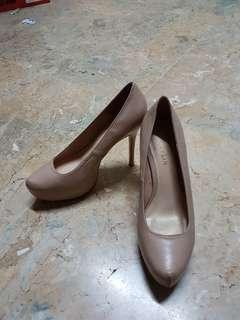 nude 4inch pumps