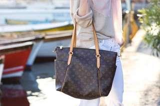 Must go! Louis Vuitton tote bag