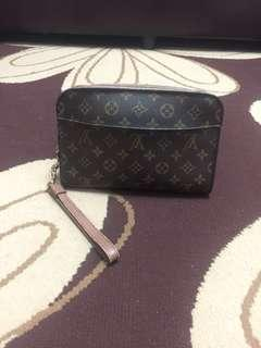 Clutch LV ORSEY AUTHENTIC 100%