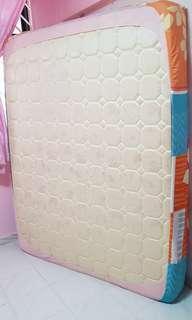 Queen mattress, fast sale $40