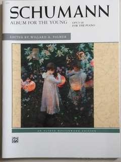 Schumann Album for the young opus68 for the piano