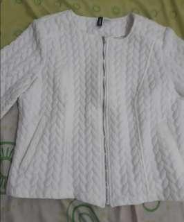 H&M coat/blazer, bahan tebal halus, motif timbul. Tag nempel, HB 550rb