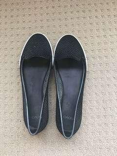 NOVO Shoes - Size 8