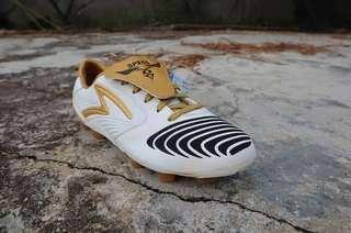 Sepatu Sepakbola Specs Swervo Pro FG