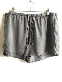 Brandy Melville Eve army green shorts