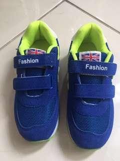 Sepatu Fashion size 31