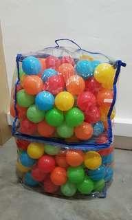 Balls for playpen