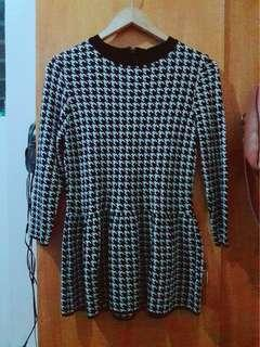 Houndstooth Prints Peplum Top (good as new)