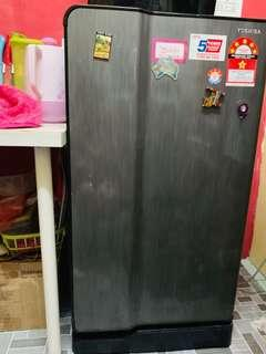 TOSHIBA modern design fridge