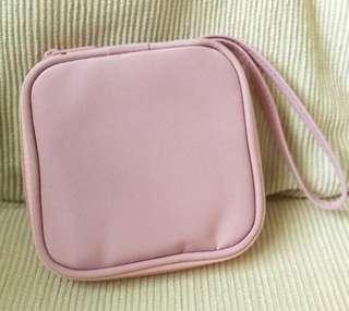 Pond's makeup pouch #BEAUTY50