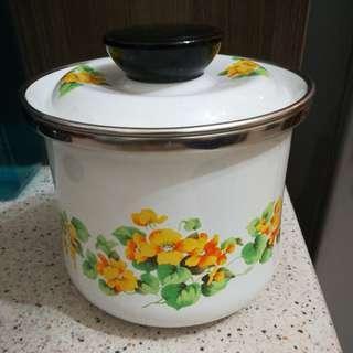 Japan Enamel Pot