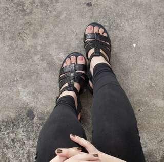 Thegeroboc Sandal