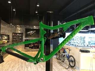 Carbon Bronson Full suspension MTB Frame