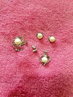 Pearl set: ring, earings, pendant