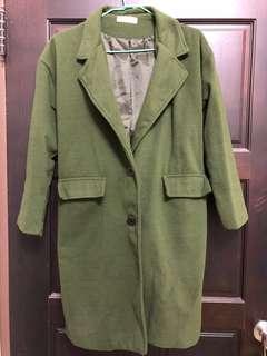 墨綠色大衣外套/有扣子