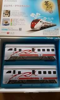 🚚 普悠瑪火車鐵盒兩個