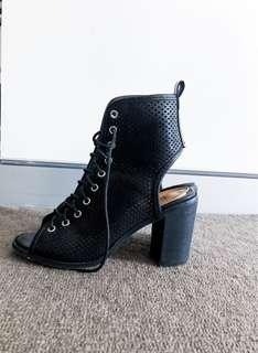 Ankle boot heels, laces