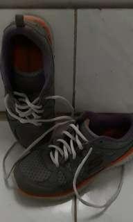 Skechers size 37