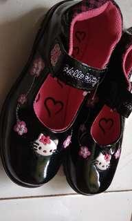 Sepatu anak hellokitty