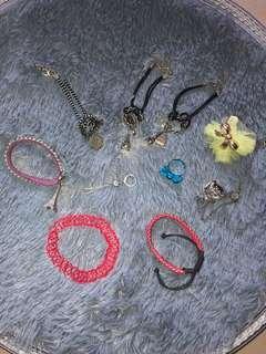 Kalung, cincin, anting, gelang. Take all