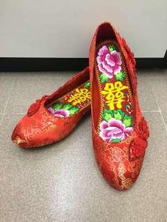 婚後物資 裙掛紅色繡花鞋 (掛鞋連鞋墊)