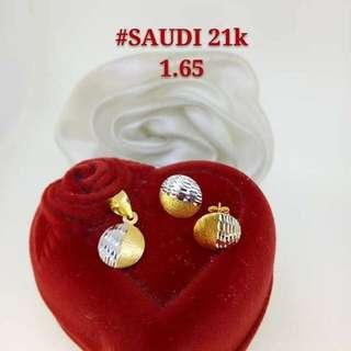 21K Saudi Gold 1.65Grams Pendant & Earrings Set