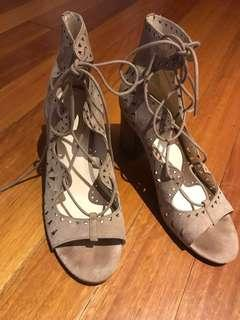 Nine West suede block cut out lace up heels size 8