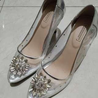 Sepatu pesta high heels - cinderella looks