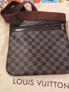 Louis Vuitton sling bag damier