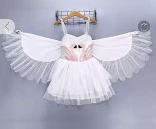 🚚 Beautiful swan dress with wings