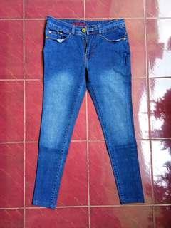 celana jeans nineteen