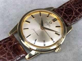 古董Omega  Seamater 165009。18K黃金(實金)自動手上弦男庒手表。厚重縲絲底表殼。線條角度超正。 二手$16200减價$15500 小有原庒銀色面。十字線。金字瑪瑙字,冇翻寫  #瑪瑙字條,是用金長方條開凹槽,把打磨精凖的瑪瑙條,堆入凹槽內,不用膠水。不用加固。同普通黑色油漆比較不會甩色,不會唖色。是當年高級表才使用。#  35mm真徑。 膠蓋。 原庒自動高級552上弦機芯。鵝頸微調,功能正常 非原庒皮表帶。非原庒扣。冇盒冇紙 有意請pm。