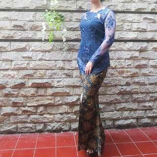 Navy kebaya + rok batik