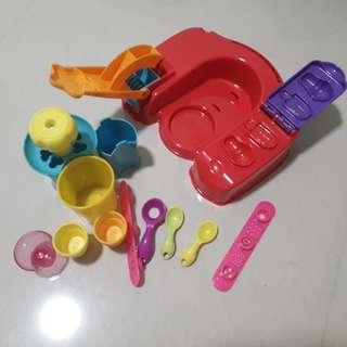12 piece Play-Doh Set