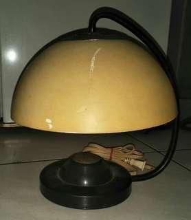 🚚 早期檯燈