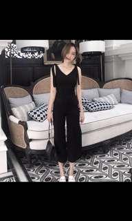 🚚 人氣商品👍🏻韓版時尚簡約設計繫帶綁帶褲管開衩收腰顯瘦連身褲