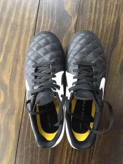 Nike Tiempo Boots/Cleats