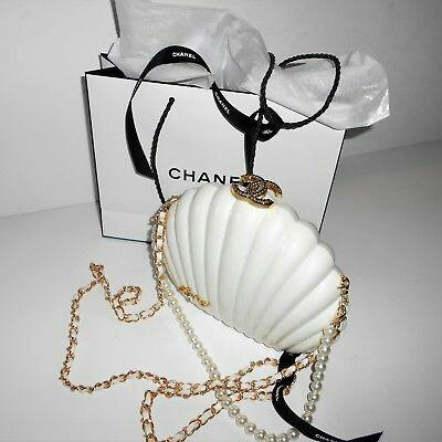 AUTHENTIC HUGE WHITE CC CHANEL CLAM SHELL BAG VIP GIFT RUNWAY LIMITED EDITION