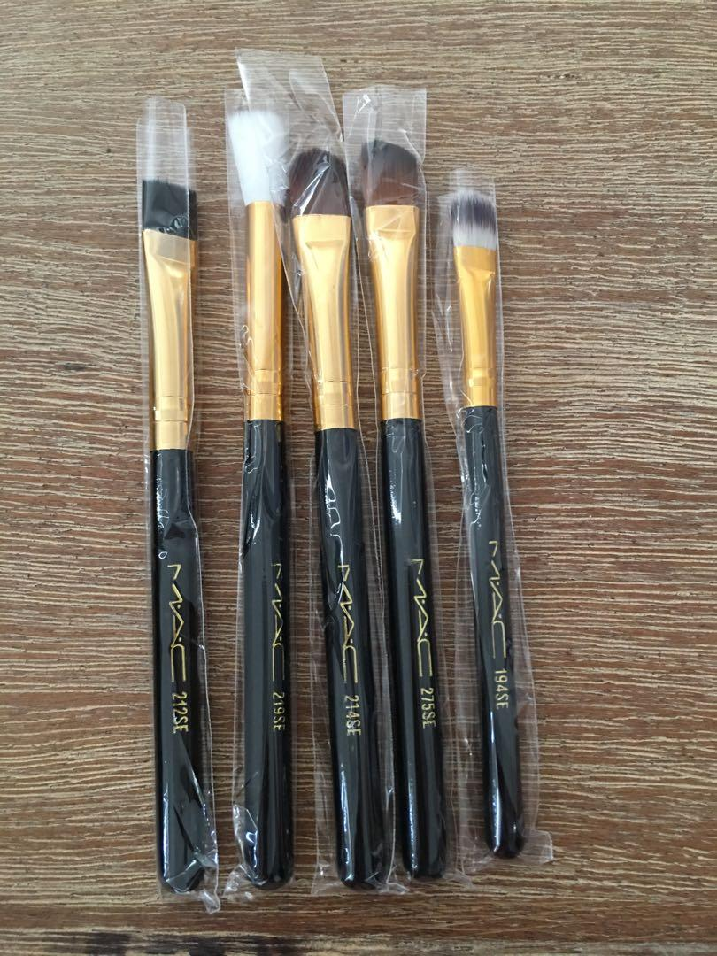 Brand new MAC brush set