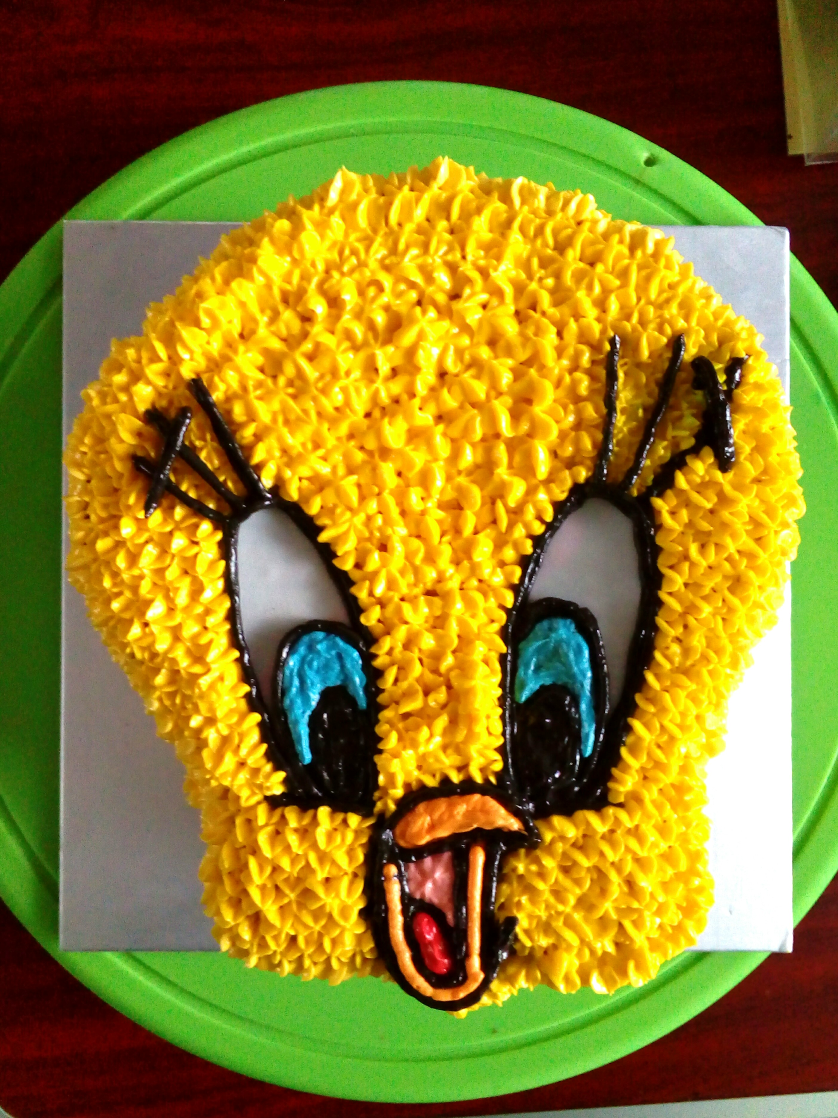 Tweety Bird Face Cake 8inch Shape Food Drinks Baked Goods On Carousell