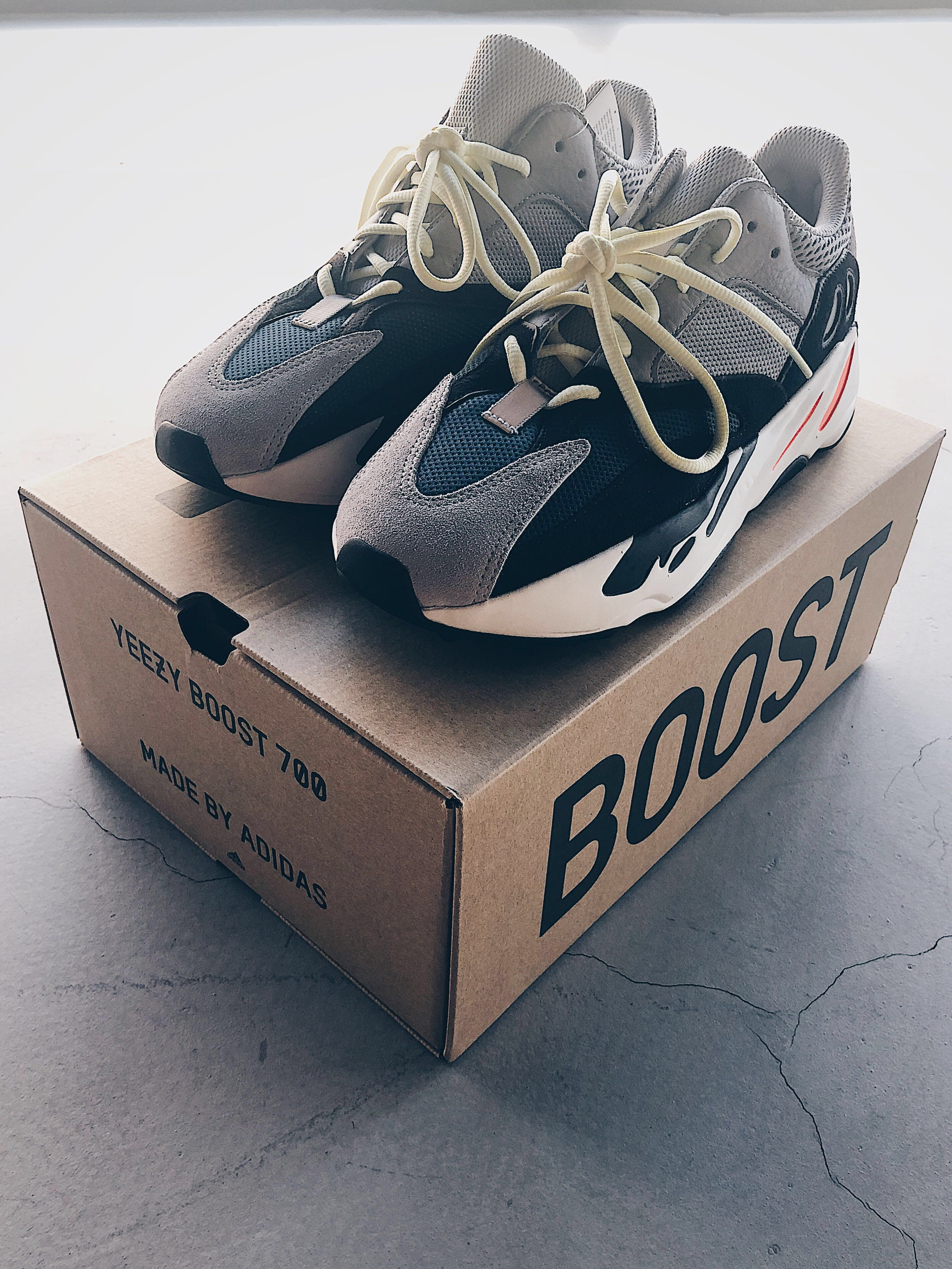 e1aa06c79277c WTS  ADIDAS YEEZY BOOST 700 WAVE RUNNER UK 9