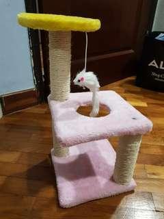Almost new kitty Condo