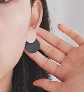 Round earrings (pink/black)