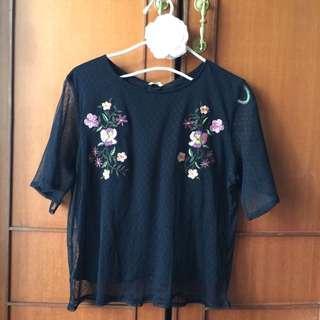 🚚 日本品牌GU 黑色刺繡薄透上衣 刺繡薄紗T恤 (S)~有附內裡~原價590元